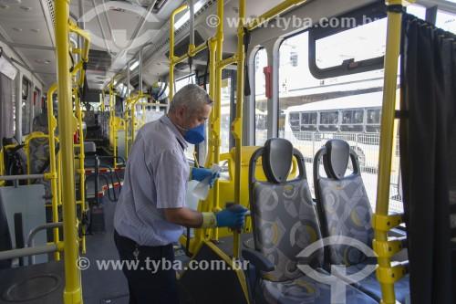 Higienização do interior dos ônibus por causa do coronavírus - São Paulo - São Paulo (SP) - Brasil