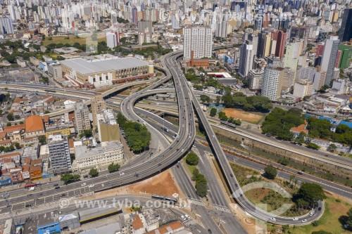 Foto feita com drone do viaduto Radial Leste sobre a Avenida do Estado e do Rio Tamanduateí  - Ruas vazias devido à Crise do Coronavírus - São Paulo - São Paulo (SP) - Brasil