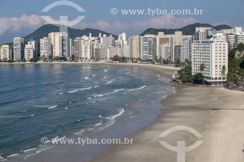 Foto feita com drone da Praia de Pintangueiras sem banhistas devido à Crise do Coronavírus - Guarujá - São Paulo (SP) - Brasil
