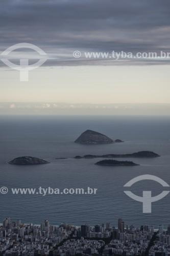 Vista de Ipanema e o Monumento Natural das Ilhas Cagarras ao fundo a partir do mirante do Cristo Redentor - Rio de Janeiro - Rio de Janeiro (RJ) - Brasil