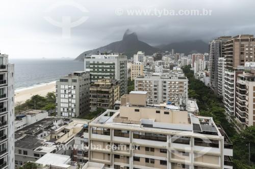 Vista de prédios de Ipanema com Morro Dois Irmãos ao fundo - Rio de Janeiro - Rio de Janeiro (RJ) - Brasil