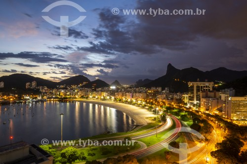 Vista noturna da orla da Praia de Botafogo com o Cristo Redentor ao fundo - Rio de Janeiro - Rio de Janeiro (RJ) - Brasil