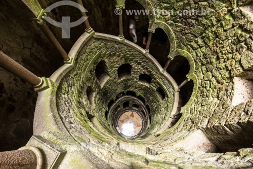 Torre invertida na Quinta da Regaleira - Concelho de Sintra - Distrito de Lisboa - Portugal