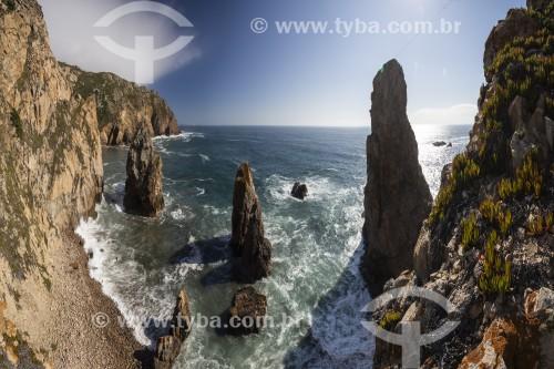 Paisagem de falésias rochosas e da costa do oceano no Cabo da Roca - Concelho de Sintra - Distrito de Lisboa - Portugal