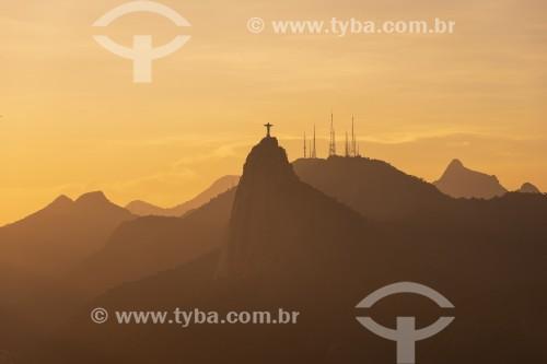 Vista do Cristo Redentor (1931) durante o pôr do sol a partir do Pão de Açúcar - Rio de Janeiro - Rio de Janeiro (RJ) - Brasil