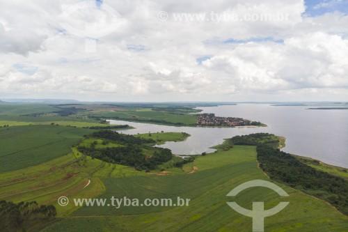 Foto feita com drone de canavial na margem do Rio Tietê - Barra Bonita - São Paulo (SP) - Brasil