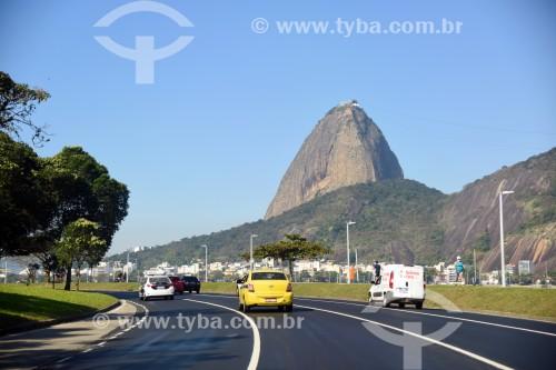 Tráfego na Avenida Infante Dom Henrique com o Pão de Açúcar ao fundo - Rio de Janeiro - Rio de Janeiro (RJ) - Brasil