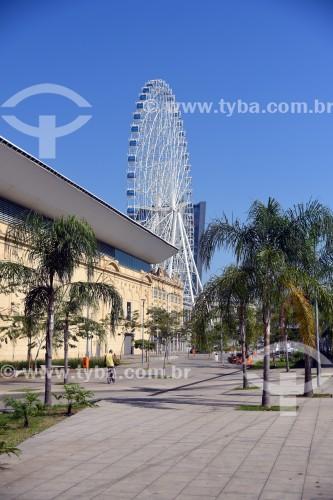 Roda gigante para turistas no centro da cidade - Rio de Janeiro - Rio de Janeiro (RJ) - Brasil
