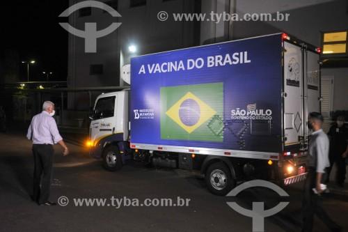 Caminhão chegando ao Hospital de Base com o primeiro lote de vacinas para início da vacinação contra a Covid-19 - São José do Rio Preto - São Paulo (SP) - Brasil