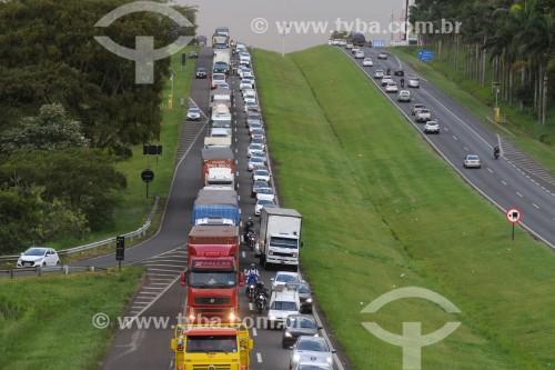 Trânsito congestionado na Rodovia Washington Luís entre São José do Rio Preto e Mirassol - São José do Rio Preto - São Paulo (SP) - Brasil