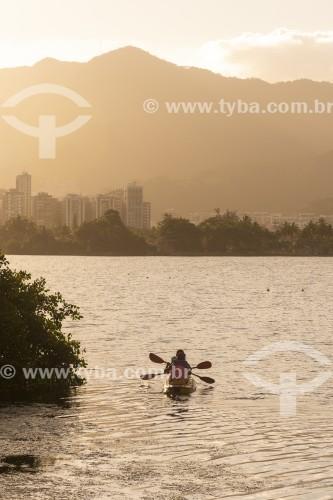 Casal em caiaque na Lagoa Rodrigo de Freitas - Rio de Janeiro - Rio de Janeiro (RJ) - Brasil