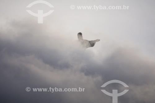 Vista do Cristo Redentor envolto em nuvens - Rio de Janeiro - Rio de Janeiro (RJ) - Brasil