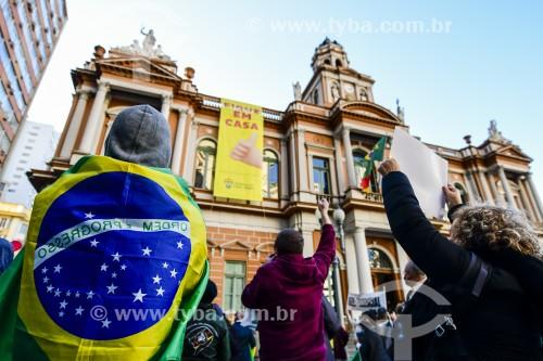 Manifestação em frente à prefeitura de Porto Alegre durante a Crise do Coronavírus - Porto Alegre - Rio Grande do Sul (RS) - Brasil
