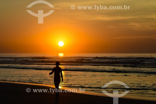 Nascer do sol na plataforma marítima de atlântida - Xangri-lá - Rio Grande do Sul (RS) - Brasil