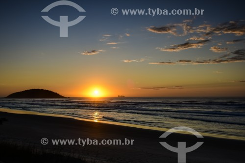 Amanhecer na Praia de Ibiraquera - Imbituba - Santa Catarina (SC) - Brasil