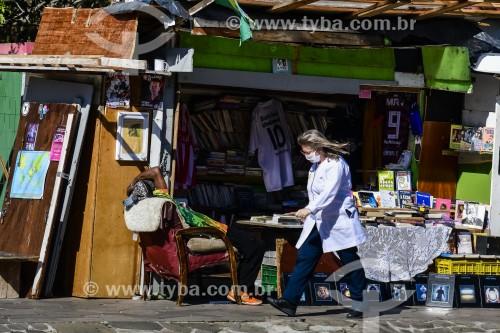 Profissional da saúde indo para o trabalho durante a crise do coronavírus - Porto Alegre - Rio Grande do Sul (RS) - Brasil