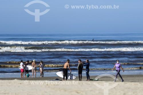 Surfistas na Praia Atlântida - Xangri-lá - Rio Grande do Sul (RS) - Brasil