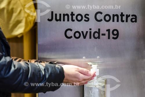 Totem para higienização das mãos com álcool gel - Porto Alegre - Rio Grande do Sul (RS) - Brasil