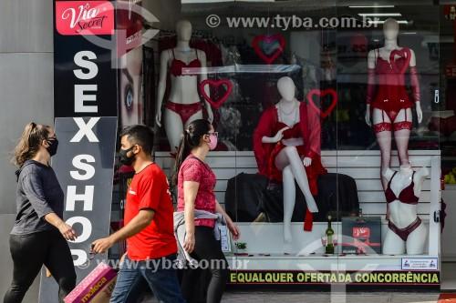 Fachada de sex shop no Dia dos Namorados - Crise do Coronavírus - Capão da Canoa - Rio Grande do Sul (RS) - Brasil