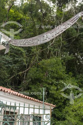 Placa de ferro na entrada do Parque Nacional da Tijuca na Estrada da Cascatinha  - Rio de Janeiro - Rio de Janeiro (RJ) - Brasil