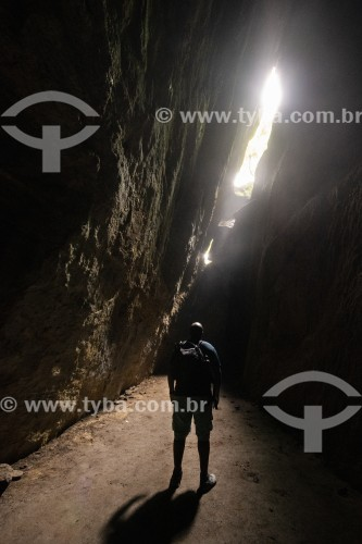 Homem no Interior da Gruta dos Morcegos no Parque Nacional da Tijuca  - Rio de Janeiro - Rio de Janeiro (RJ) - Brasil