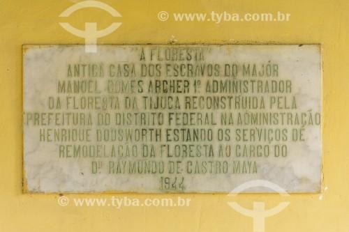 Placa de mármore na fachada do restaurante A Floresta no Parque Nacional da Tijuca  - Rio de Janeiro - Rio de Janeiro (RJ) - Brasil