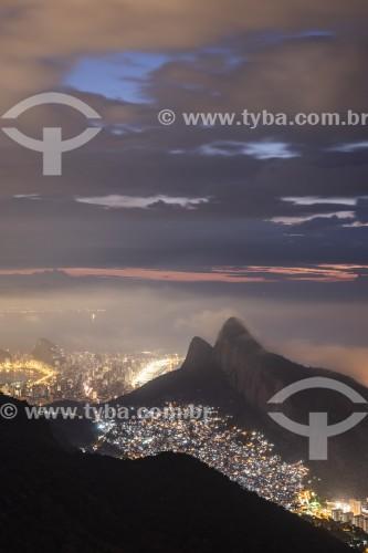 Vista do Morro Dois Irmãos ao amanhecer a partir da Pedra Bonita  - Rio de Janeiro - Rio de Janeiro (RJ) - Brasil