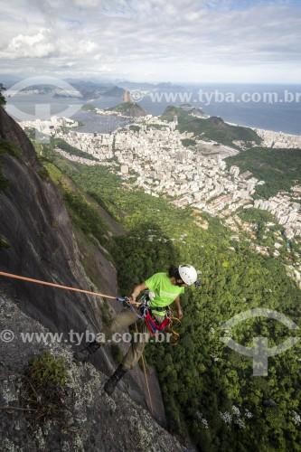 Alpinista durante escalada no Morro do Corcovado - Rio de Janeiro - Rio de Janeiro (RJ) - Brasil