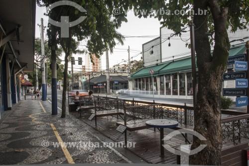 Bares vazios na esquina da Rua Aspicuelta com Morato Coelho. Um dos lugares de vida noturna mais movimentado da cidade - São Paulo - São Paulo (SP) - Brasil