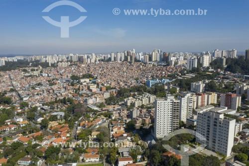 Foto feita com drone do bairro Jardim Colombo à direita e da Favela Paraisópolis ao fundo - São Paulo - São Paulo (SP) - Brasil