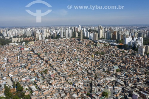 Foto feita com drone da Favela Paraisópolis com edifícios de luxo no entorno - São Paulo - São Paulo (SP) - Brasil