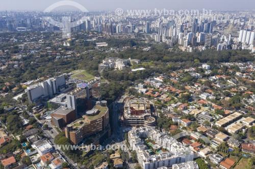 Foto feita com drone do Hospital Albert Einstein com Palácio dos Bandeirantes no fundo - São Paulo - São Paulo (SP) - Brasil