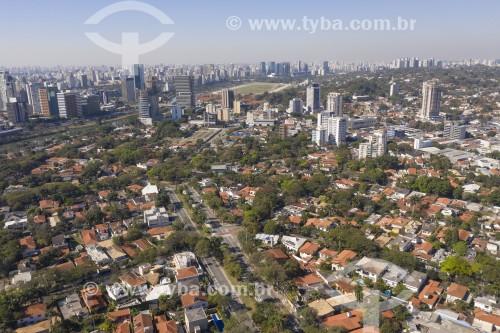 Foto feita com drone de casas e da Avenida Afrânio Peixoto - Jockey Club de São Paulo ao fundo - São Paulo - São Paulo (SP) - Brasil