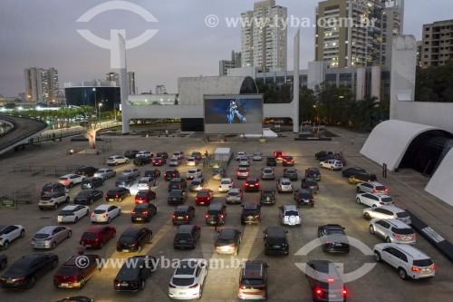Foto feita com drone do cine drive-in Belas Artes no Memorial da America Latina (1989) durante a Crise do Coronavírus - São Paulo - São Paulo (SP) - Brasil