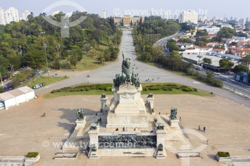 Foto feita com drone do Monumento à Independência do Brasil (1922) no jardim do Parque da Independência - Museu Paulista ao fundo - São Paulo - São Paulo (SP) - Brasil