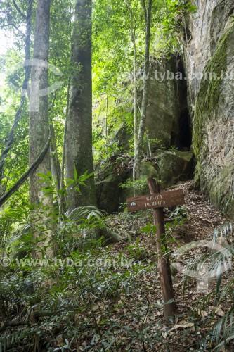 Placa na entrada da Gruta Perdida no Parque Nacional da Tijuca  - Rio de Janeiro - Rio de Janeiro (RJ) - Brasil