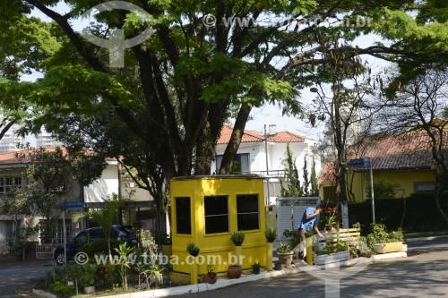 Guarita de segurança particular contratada pelos moradores do local - Praça Clarisse Dias Leite Baptista - São Paulo - São Paulo (SP) - Brasil