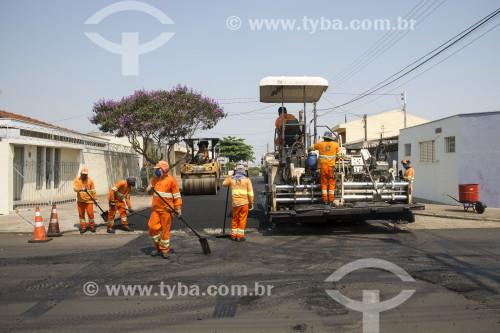 Recapeamento de asfalto em via pública - São Carlos - São Paulo (SP) - Brasil