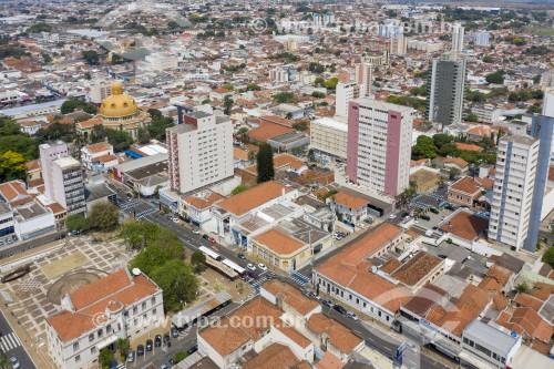 Foto feita com drone da Catedral de São Borromeu - também conhecida como Catedral de São Carlos - São Carlos - São Paulo (SP) - Brasil