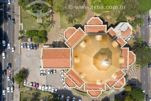 Foto feita com drone da Catedral de São Borromeu - também conhecida como Catedral de São Carlos - Visão Perpendicular - São Carlos - São Paulo (SP) - Brasil