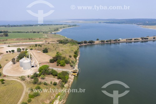 Foto feita com drone de silos e porto fluvial no Rio Piracicaba e ponte da Rodovia Geraldo de Barros (SP-304) - Santa Maria da Serra - São Paulo (SP) - Brasil