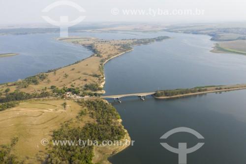 Foto feita com drone de ponte da Rodovia Geraldo de Barros (SP-304) sobre o Rio ìracicaba - Santa Maria da Serra - São Paulo (SP) - Brasil