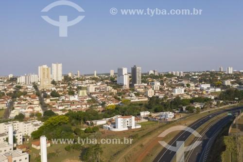 Foto feita com drone da cidade e trecho da Rodovia Marechal Rondon (SP-300) - Botucatu - São Paulo (SP) - Brasil