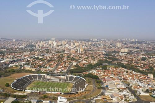 Foto feita com drone do Estádio Major José Levy Sobrinho popularmente conhecido como Limeirão - centro cidade no fundo - Limeira - São Paulo (SP) - Brasil