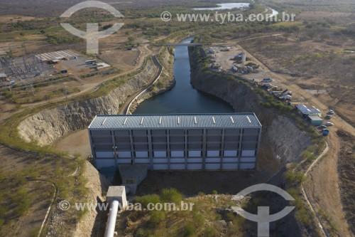 Foto feita com drone da Estação de Bombeamento da Transposição do Rio São Francisco construída em rocha aberta com dinamite - EBI 2 do eixo norte - Cabrobó - Pernambuco (PE) - Brasil