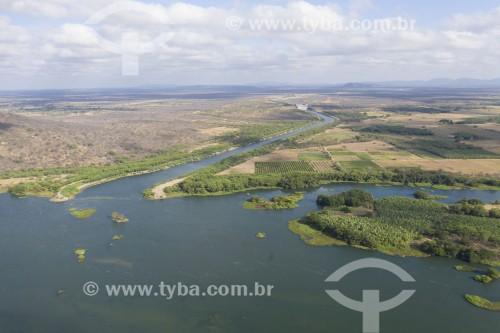 Foto feita com drone do canal de aproximação do Rio São Francisco com a unidade de bombeamento EBI 1 da Transposição do Rio São Francisco - eixo norte - Cabrobó - Pernambuco (PE) - Brasil