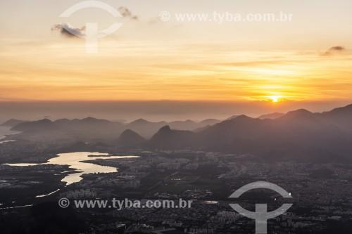 Por do sol visto do Bico do Papagaio no Parque Nacional da Tijuca - Rio de Janeiro - Rio de Janeiro (RJ) - Brasil