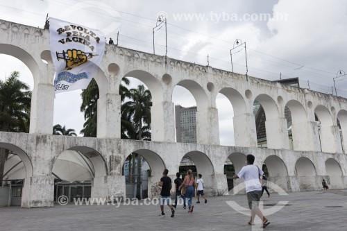 Faixa de Protesto nos Arcos da Lapa pela vacinação da Covid 19 - Rio de Janeiro - Rio de Janeiro (RJ) - Brasil