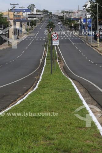 Avenida João Seixas Ribeiro durante o período de lockdown adotado na cidade - Crise do Coronavírus - São José do Rio Preto - São Paulo (SP) - Brasil
