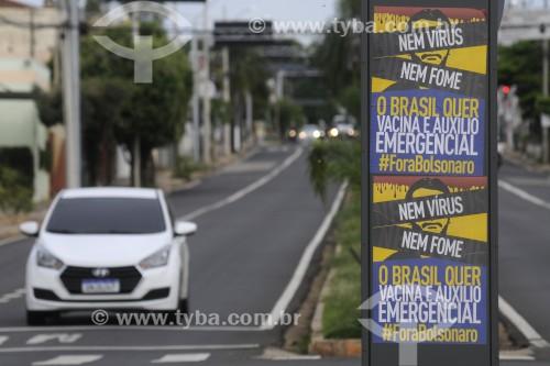 Cartaz Fora Bolsonaro no canteiro central da Avenida João Bernardino Seixas Ribeiro - São José do Rio Preto - São Paulo (SP) - Brasil